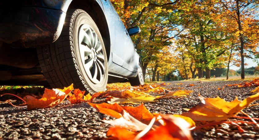 Biznes i finanse, Jesień oknami przygotować samochód - zdjęcie, fotografia