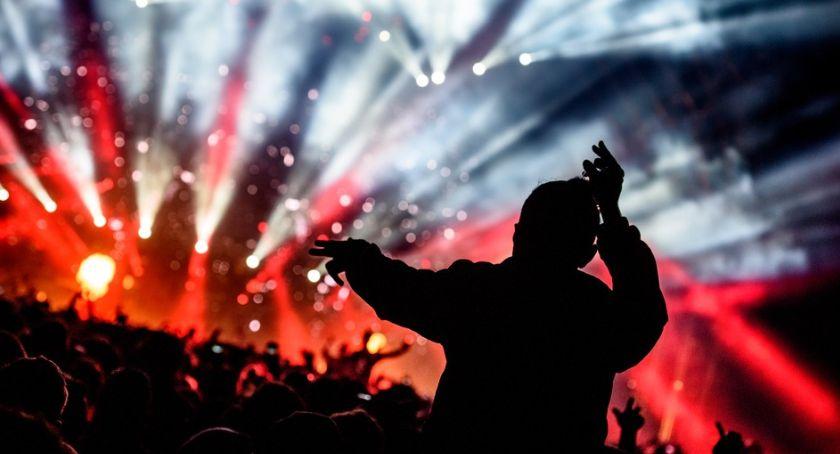 Zapowiedzi, Koncerty które warto wybrać listopadzie - zdjęcie, fotografia