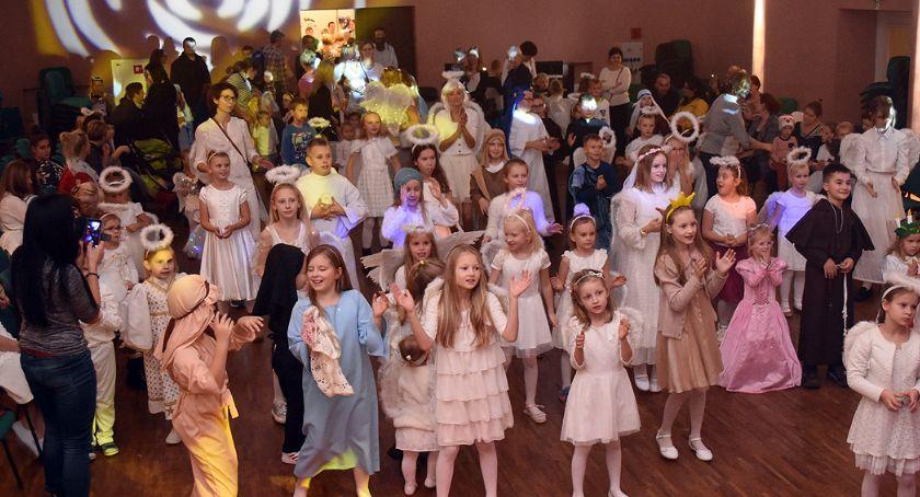 Religia, Kilkuset małych świętych bawiło Kartuzach - zdjęcie, fotografia