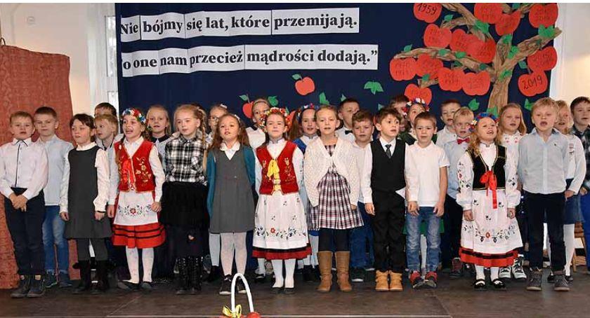 Szkoły podstawowe, Szkoła Tuchomiu obchodziła swoje lecie - zdjęcie, fotografia