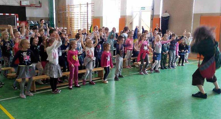 Szkoły podstawowe, Warsztaty teatr profilaktyczny Borkowie - zdjęcie, fotografia