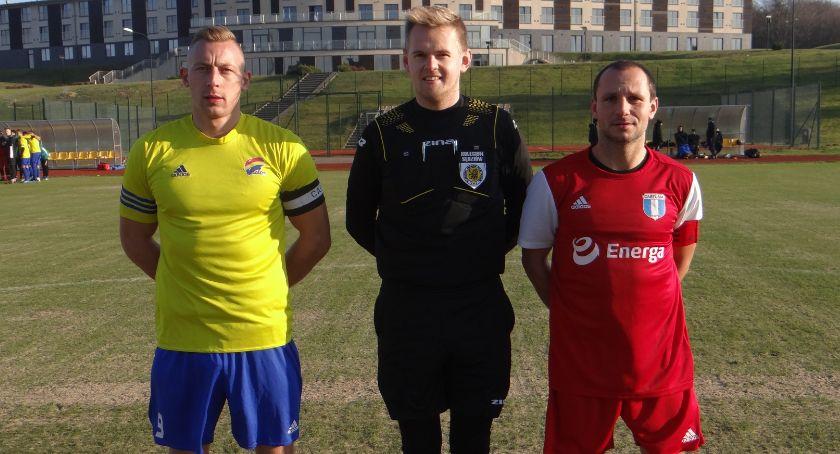 Piłka nożna, Porażka piłkarzy Cartusii Stolemem Gniewino - zdjęcie, fotografia