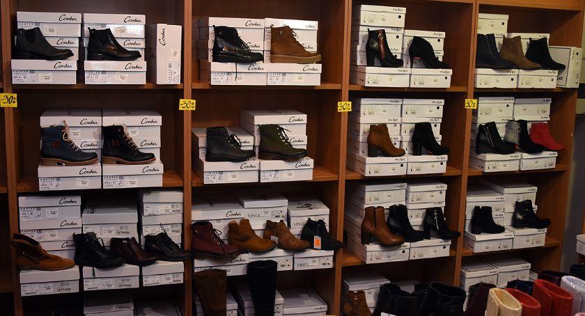Styl życia, Likwidacja sklepu obuwniczego Kaszebe Kartuzach ruszyła wielka wyprzedaż! - zdjęcie, fotografia