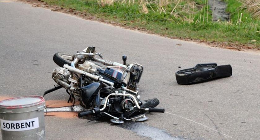 Wypadki, Klukowa Zderzenie golfa motorowerem żyje latek - zdjęcie, fotografia