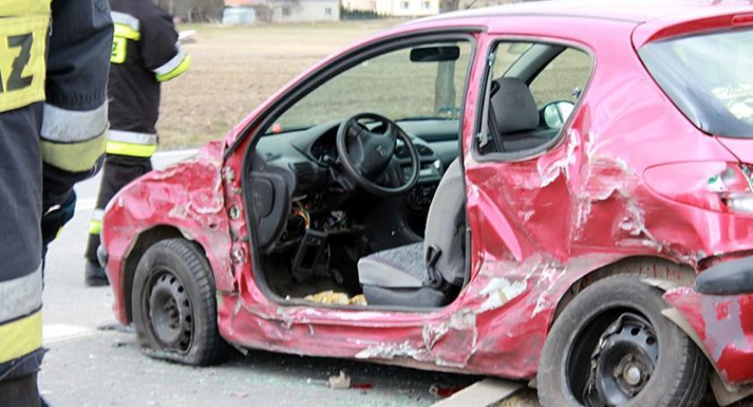 Wypadki, Borcz zderzył peugeotem osoby szpitalu - zdjęcie, fotografia