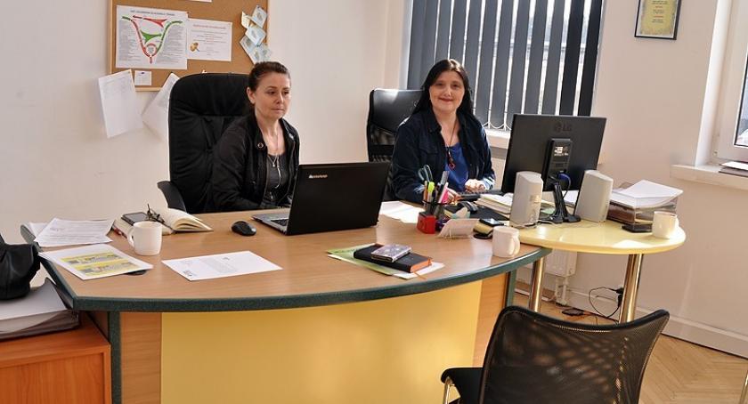 Organizacje pozarządowe, Fundacja PCPAiIR zaprasza porady prawne spotkania psychologiem grupą motywacyjną - zdjęcie, fotografia