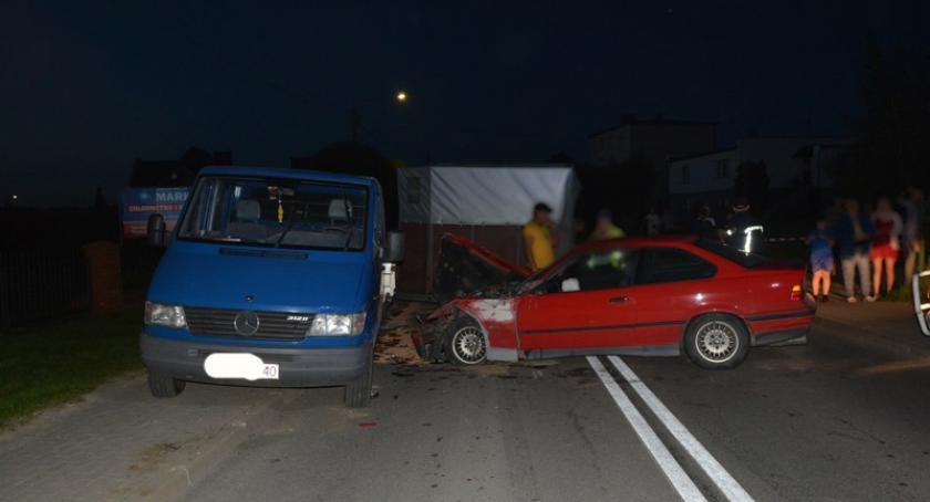 Wypadki, Sierakowice zderzyło dostawczym mercedesem - zdjęcie, fotografia