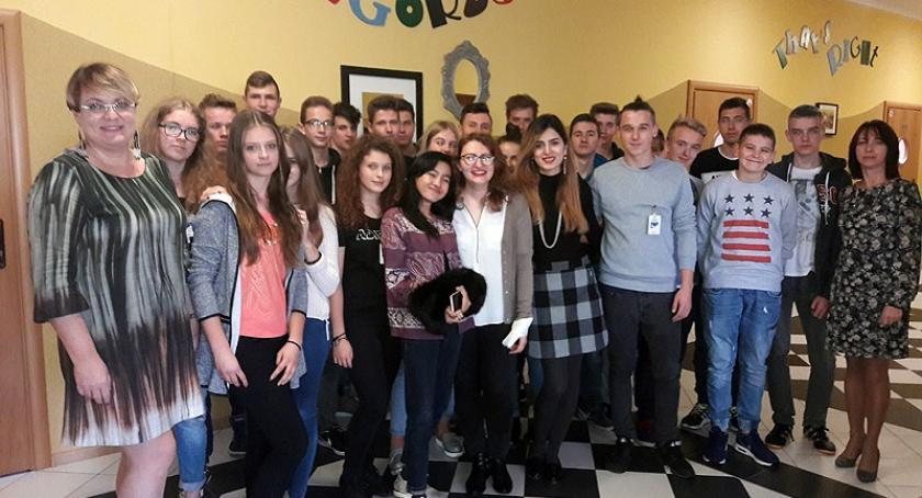 Szkoły średnie, Goście różnych zakątków świata odwiedzili szkołę Wzgórzu - zdjęcie, fotografia