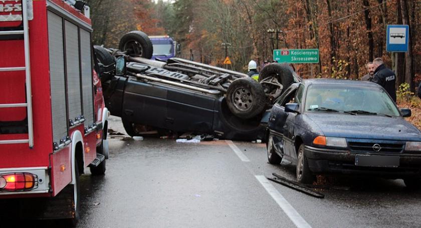 Wypadki, Dół Zderzenie trzech samochodów osoby szpitalu - zdjęcie, fotografia