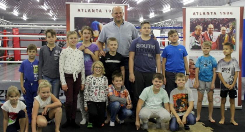 Sporty walki, Kartuzy Andrzej Wroński tłumaczył dzieciom dlaczego warto uprawiać sport - zdjęcie, fotografia