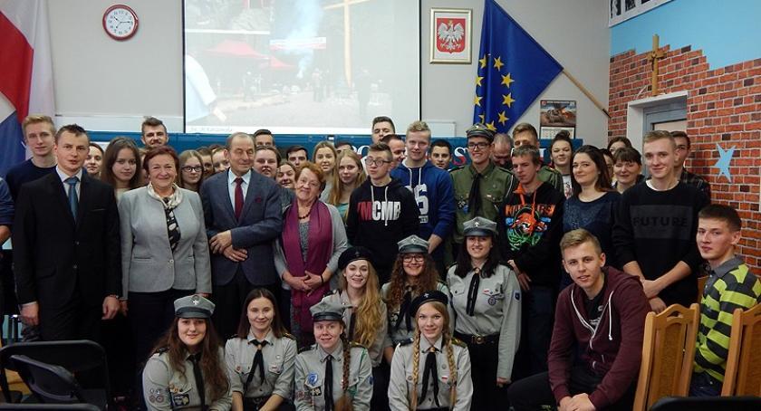 Szkoły średnie, Uczniowie Sierakowicach spotkali bohaterem Solidarności - zdjęcie, fotografia