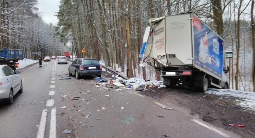 Wypadki, Dół Zderzenie czterech pojazdów - zdjęcie, fotografia