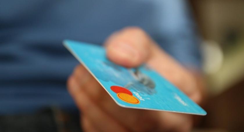 Artykuł sponsorowany, Karta kredytowa warto mieć - zdjęcie, fotografia