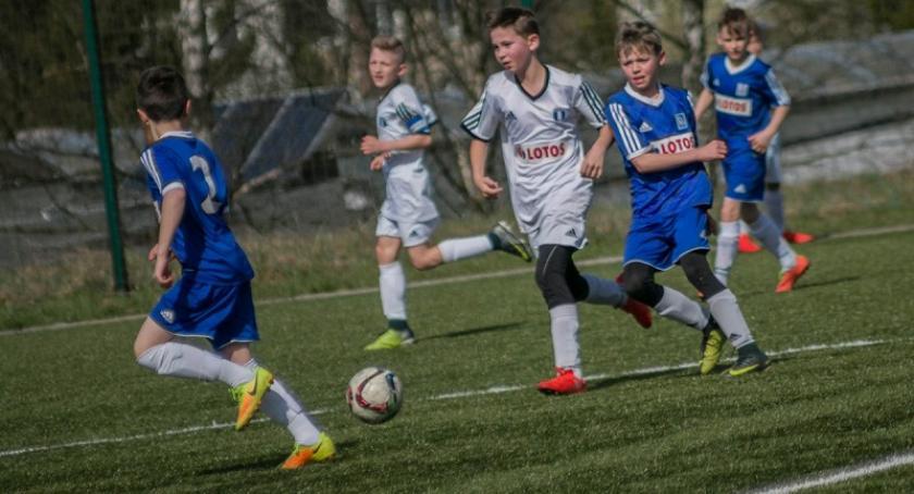 Piłka nożna, Wysoka pozycja juniorów Cartusii Kartuzy powołanie Letnią Akademię Młodych Orłów - zdjęcie, fotografia