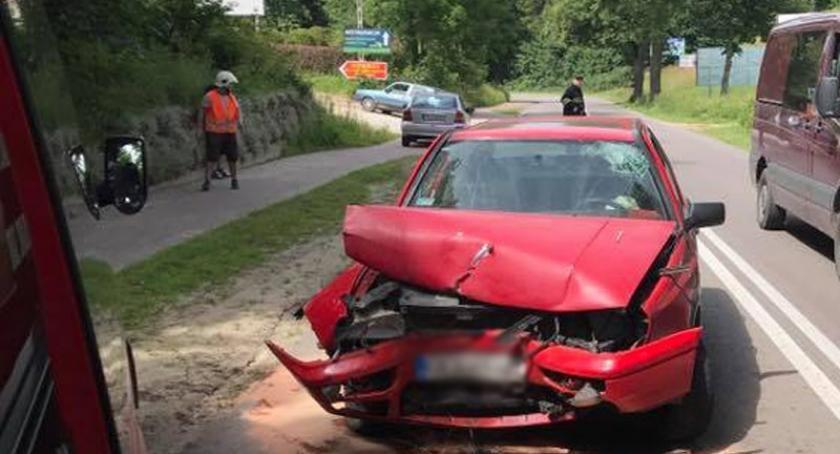 Wypadki, Puzdrowo Vento uderzył drzewo - zdjęcie, fotografia