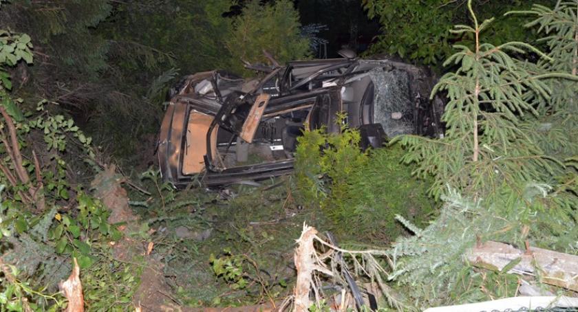 Wypadki, Żukowo Renault uderzyło słup dachowało jedna osoba żyje ranne - zdjęcie, fotografia