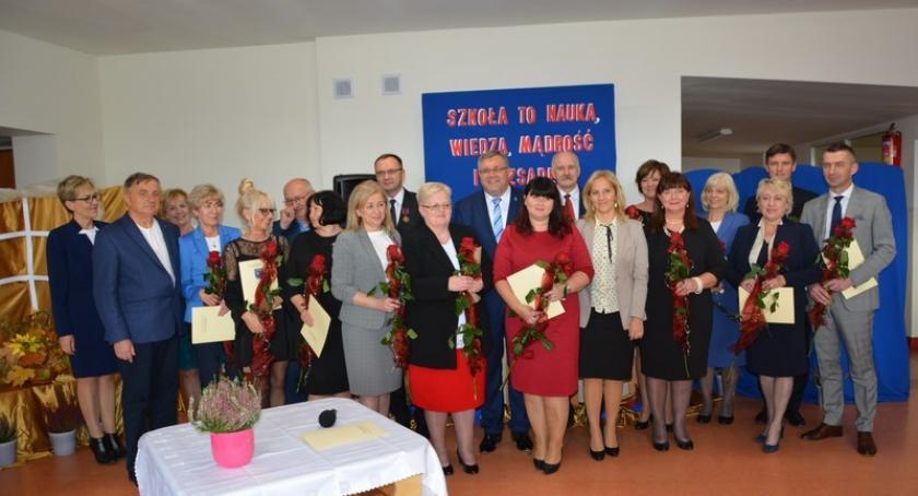 Szkoły podstawowe, Kartuzy Nagrody podziękowania nauczycieli okazji Edukacji Narodowej - zdjęcie, fotografia