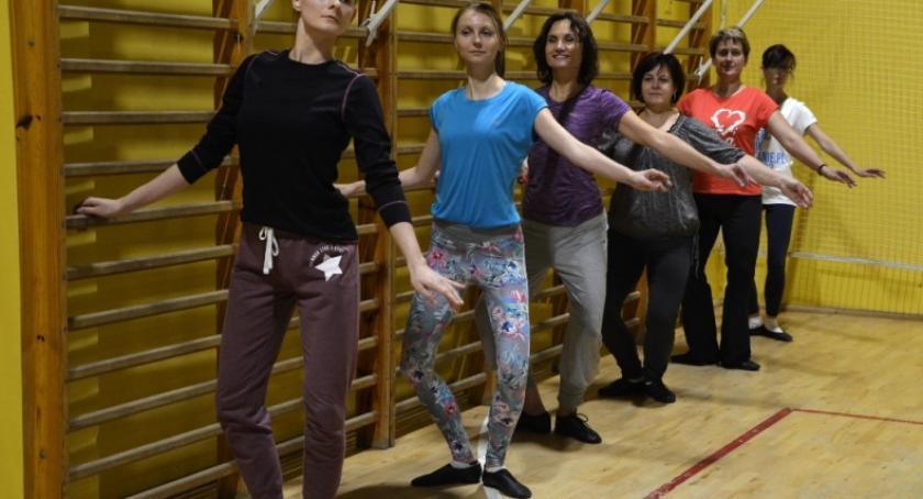 Organizacje pozarządowe, Uczą baletu tańców regionalnych zajęcia - zdjęcie, fotografia