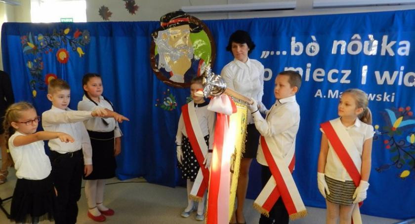 Szkoły podstawowe, Glincz Szkoła Podstawowa Remusa otrzymała sztandar - zdjęcie, fotografia