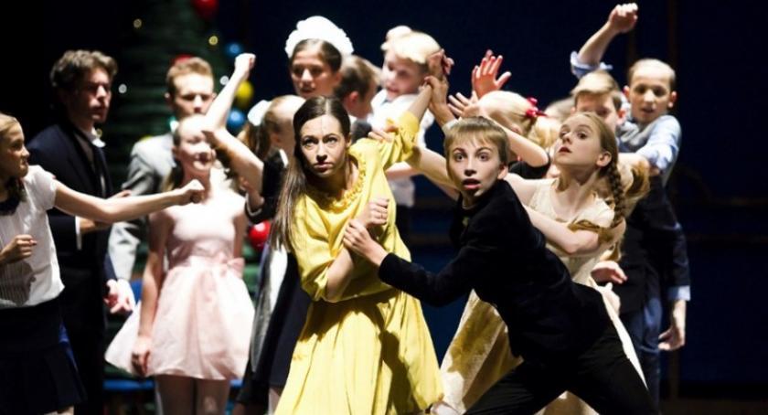 Akcje społeczne i charytatywne, Dzieci dotkniętych nawałnicą jadą opery specjalny pokaz Dziadka orzechów - zdjęcie, fotografia