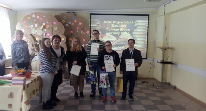 Szkoły podstawowe, Jubileuszowa edycja Wojewódzkiego Konkursu Żywego Słowa Kartuzach - zdjęcie, fotografia