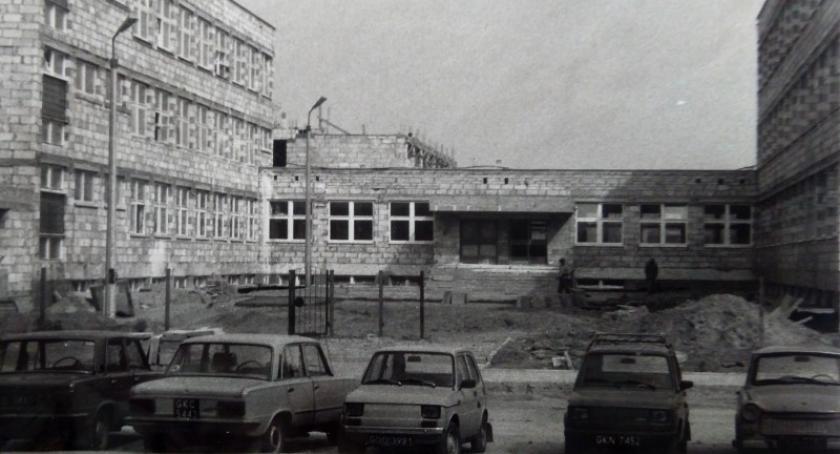 Szkoły podstawowe, Szkoła Wybiku świętować będzie jubileusze Zobacz archiwalne zdjęcia - zdjęcie, fotografia