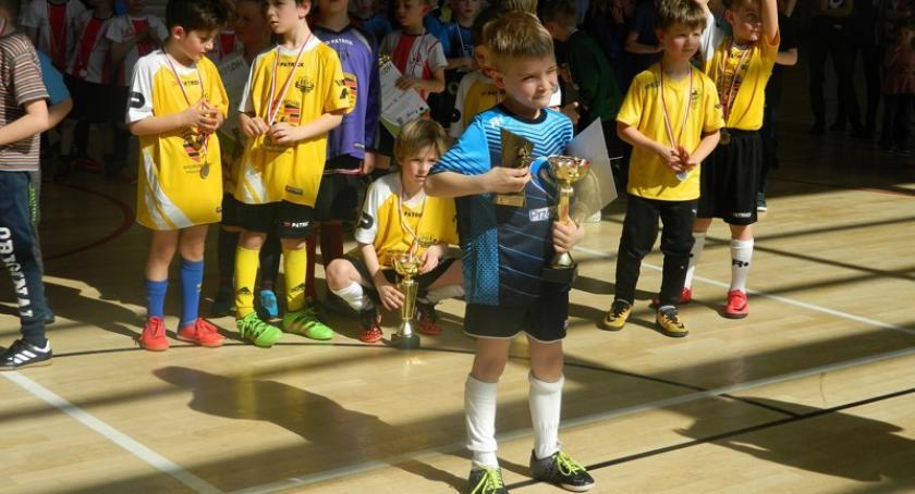 Piłka nożna, Turniej Piłki Nożnej Halowej Somoninie rocznika Zwycięstwo Lębork - zdjęcie, fotografia