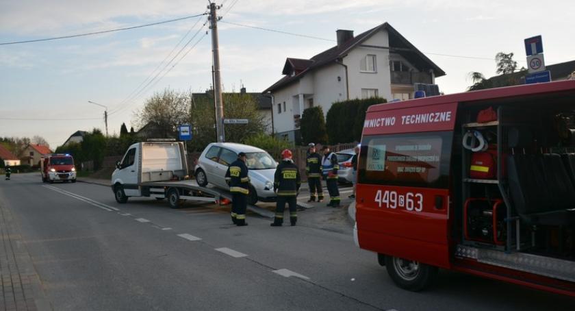 Wypadki, Sierakowice Zderzenie dwóch pojazdów podczas wyprzedzania - zdjęcie, fotografia