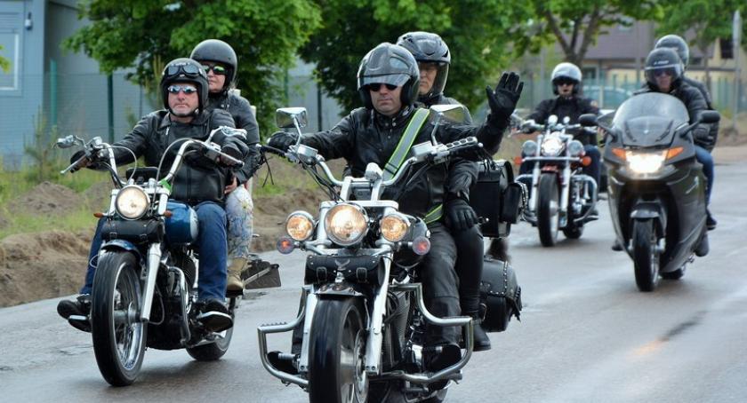 Imprezy, Motocyklowa parada Pomorskiej Majówki Motocyklistów przejechała przez Kościerzynę - zdjęcie, fotografia