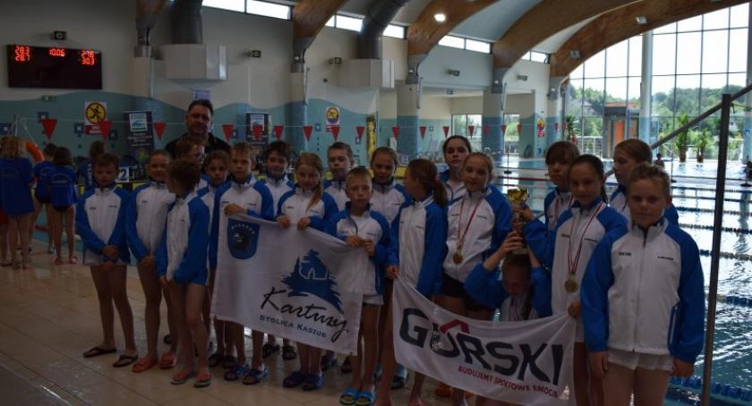 Pływanie, Świetne starty pływaków Cartusii mistrzostwach województwa dzieci - zdjęcie, fotografia