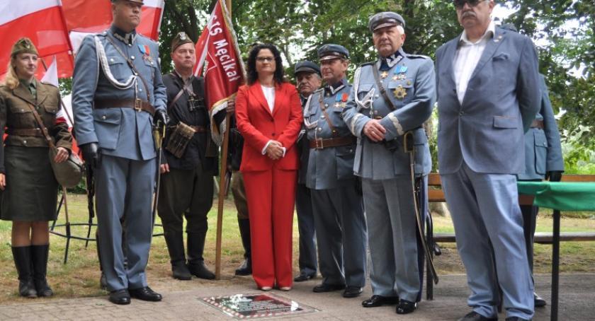 Uroczystości patriotyczne, Wmurowali kamień węgielny pomnik Józefa Piłsudskiego Kartuzach - zdjęcie, fotografia
