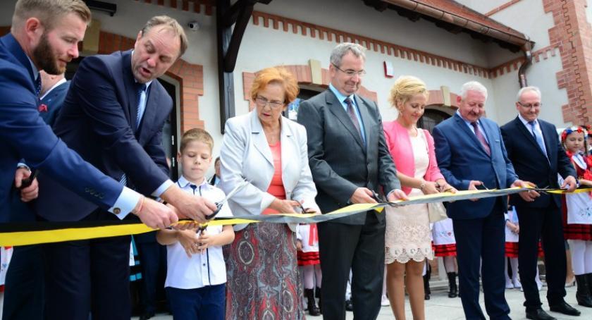 Transport, Budynek nowego dworca Kartuzach został otwarty - zdjęcie, fotografia