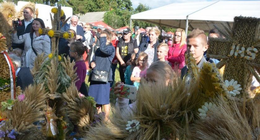 Imprezy, Rolnicy gminy Somonino dziękowali tegoroczne plony Sławkach - zdjęcie, fotografia