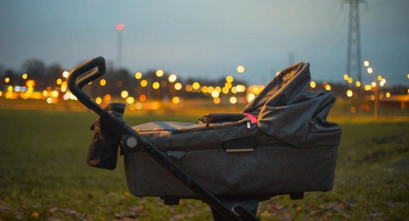 Artykuł sponsorowany, wybrać praktyczny wielofunkcyjny wózek dziecięcy - zdjęcie, fotografia