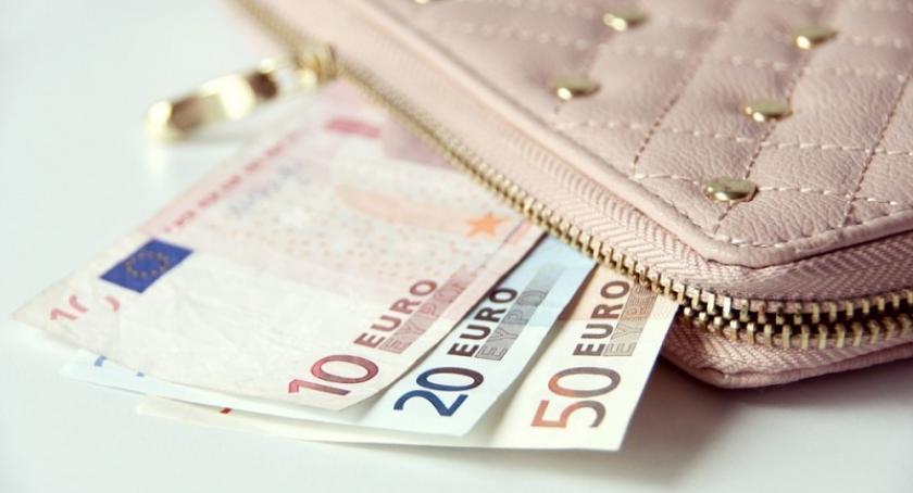 Biznes i finanse, martw swoją gotówkę systemy zabezpieczeń szybkich przelewach - zdjęcie, fotografia