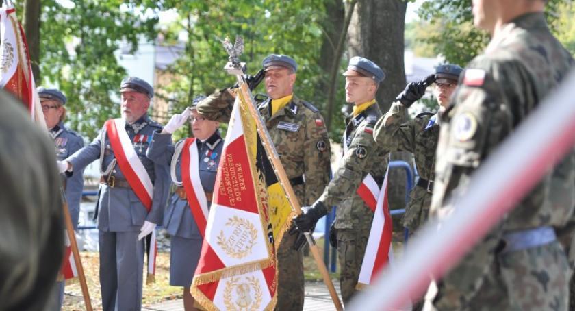 Uroczystości patriotyczne, Kaszubskiemu okręgowi Związku Piłsudczyków nadano sztandar - zdjęcie, fotografia