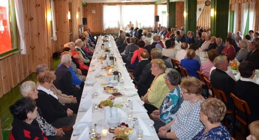 Seniorzy, Sulęczyno mieszkańców bawiło dorocznym Seniora - zdjęcie, fotografia