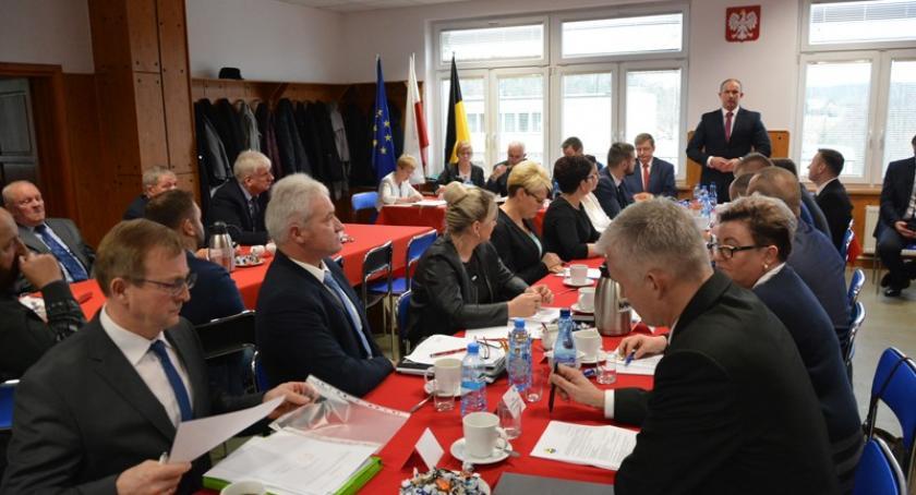 Wybory, Radni gminy Sulęczyno ślubowali sesja inauguracyjna - zdjęcie, fotografia