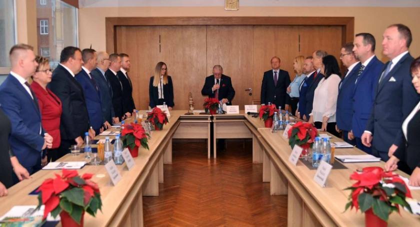 Wybory, Pierwsze obrady Miejskiej Kartuzach przewodniczącym Mariusz Treder - zdjęcie, fotografia