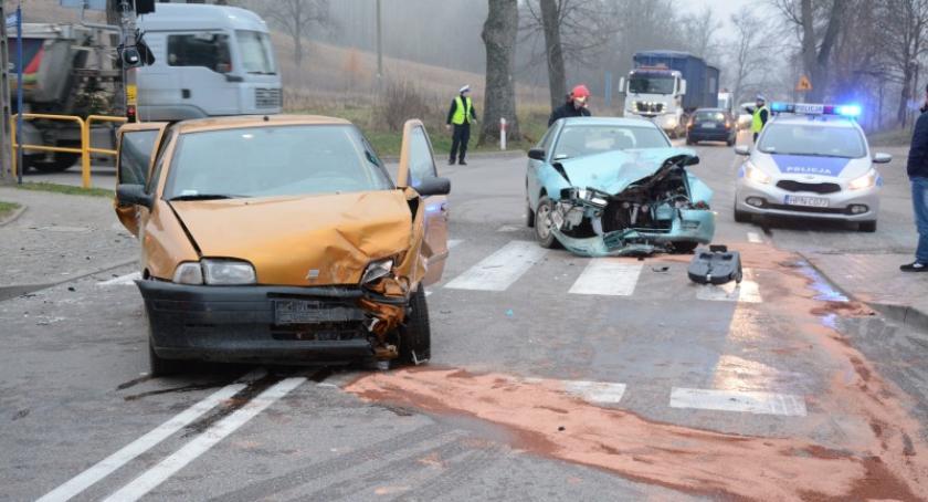 Wypadki, Wypadek Smętowie Chmieleńskim cztery osoby ranne ośmioletnie dziecko - zdjęcie, fotografia