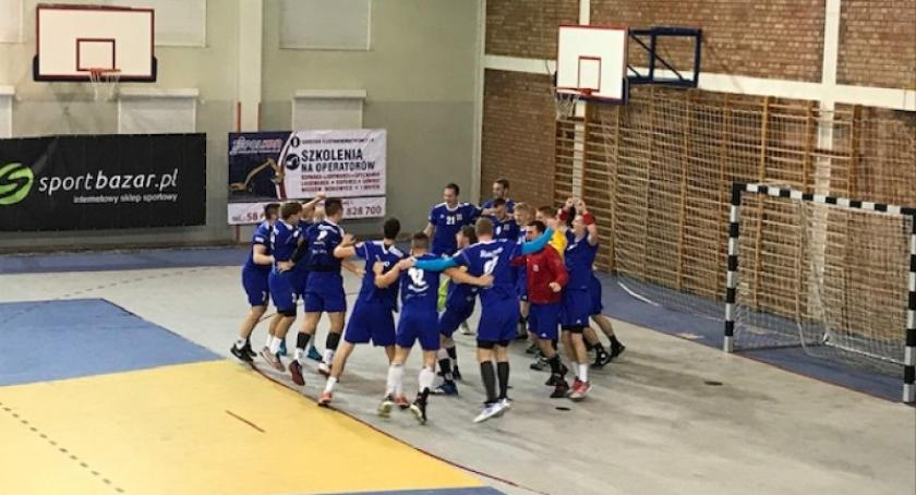Piłka ręczna, Zwycięstwo szczypiornistów Żukowa ostatniej sekundzie meczu Warmią Energa Olsztyn - zdjęcie, fotografia