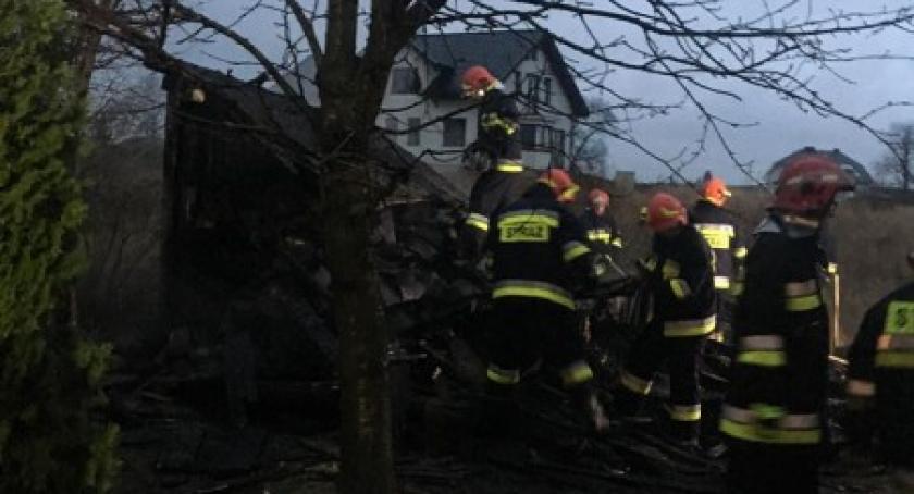 Pożary, Mirachowo Spłonął drewniany budynek gospodarczy - zdjęcie, fotografia