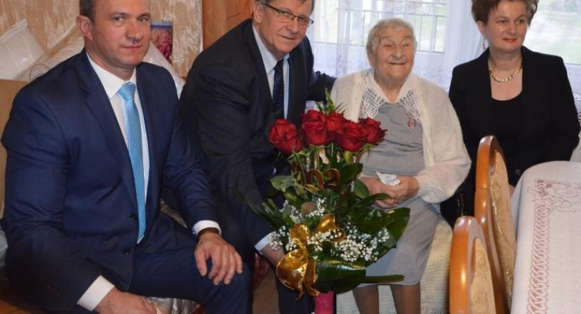 Seniorzy, Drywa Żakowa świętowała urodziny najstarszą mieszkanką powiatu kartuskiego - zdjęcie, fotografia