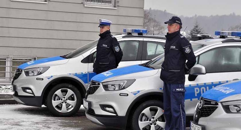 Policja, radiowozy policji zakup możliwy dzięki wsparciu samorządów - zdjęcie, fotografia