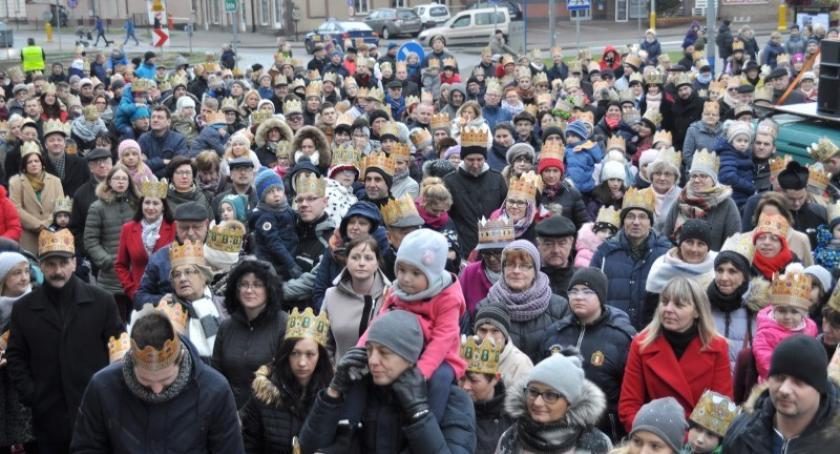 Religia, niedzielę orszaki Trzech Króli przemaszerują ulicami Kartuz Żukowa Sierakowic - zdjęcie, fotografia