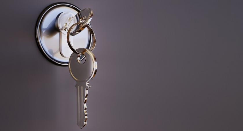 Artykuł sponsorowany, Zatrzasnąłeś kluczyki aucie Zadzwoń pogotowie zamkowe! - zdjęcie, fotografia