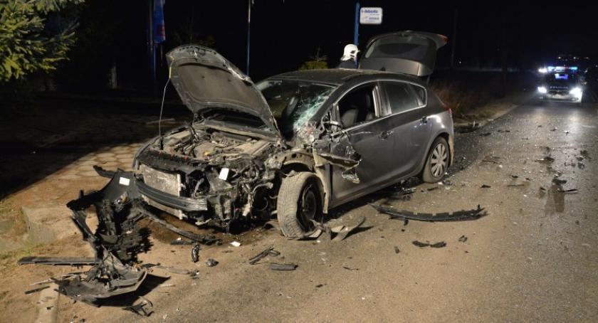 Wypadki, Przyjaźń Samochód osobowy zderzył ciężarówką - zdjęcie, fotografia
