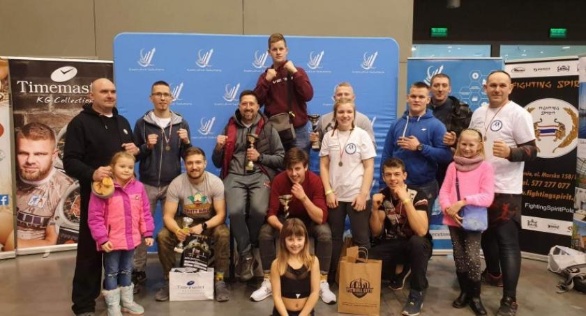 Sporty walki, Cztery złota worek medali zawodników Fantomu Kartuzy - zdjęcie, fotografia