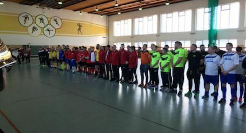 Piłka nożna, Strażacy ochotnicy całego Pomorza zmierzą piłce halowej Sierakowicach - zdjęcie, fotografia