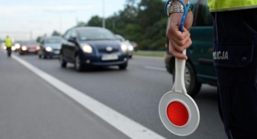 Kronika policyjna, Pędził przez Będomin znany detektyw Krzysztof stracił prawo jazdy - zdjęcie, fotografia